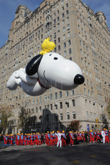 Snoopy and Woodstock: Snoopy holds the record for most appearances and most balloon versions.