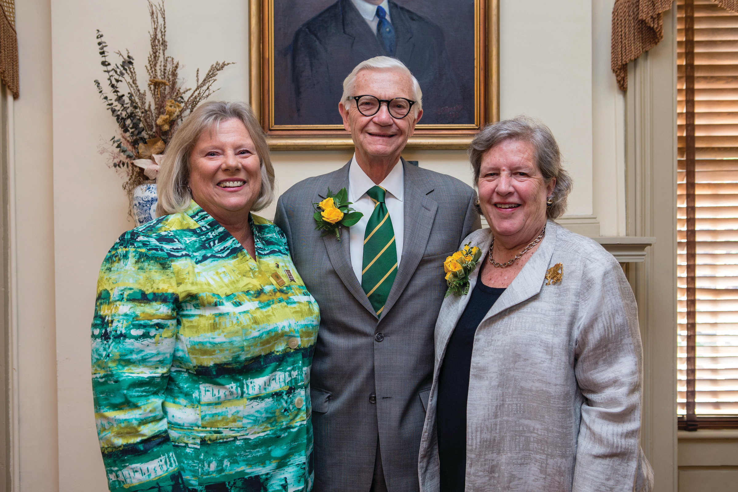 Cindy Satterwhite Jarboe '77, P '11 welcomes President Emeritus W. Taylor Reveley, III LL.D. '18 and Helen Bond Reveley as honorary alumni.