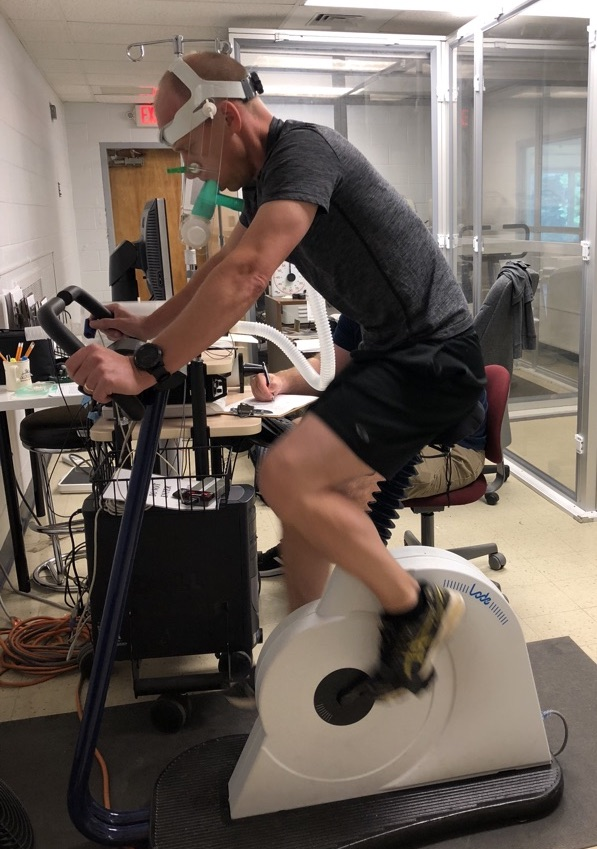 Students practicing a VO2max test on Harris '93 in the Jack Borgenicht Altitude Physiology Facility. Photo credit: Grace Becker '19
